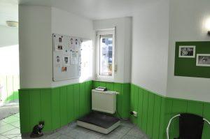 Waage im Wartezimmer- Tierpraxis in Grevenbroich